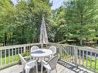This 3-bed, 1-bath vacation rental home sleeps 6 travelers.