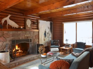 Stylish North Lake Tahoe Log Cabin w/ Fireplace!
