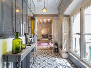 Appart en Ville - appartement cossu et tres calme- Place Bellecour,