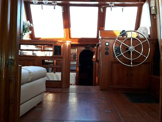 Charming and Cozy 38' Yacht