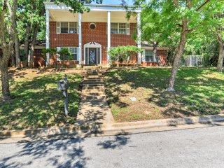 New! 4BR Bedford House - Close to Fort Worth!