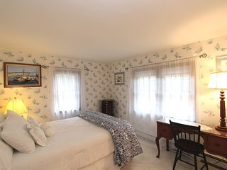 Cape Cod Queen Suite