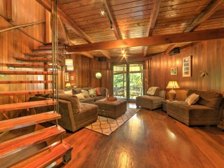 Secluded Keaau House w/Hot Tub & Wraparound Porch!