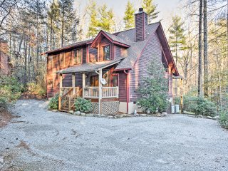 NEW! 3BR Sapphire Cabin w/Beautiful Forest Views