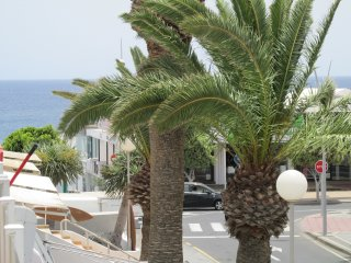*LARGE, COSY* 1 bed apartment KITCHEN, BEDROOM, BATHROOM, BALCONY, SEA VIEW!!!