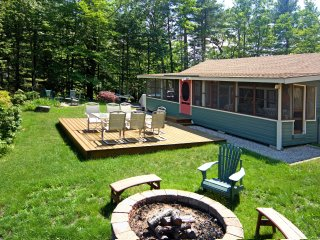 3BR Lakefront Ossipee Cottage w/Screened Porch!