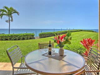 NEW! Oceanfront 2BR Kona Condo w/Lanai & Pool Access