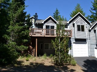 MANZANITA TREASURE~MCA# 423~Classic town home in a quiet neighborhood!