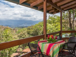 NEW! Airy 3BR Quepos House w/Great Views!
