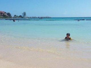 Apartamento nuevo en la Riviera Maya, Club de Golf, hermosa playa caminando