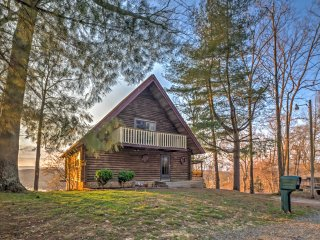 'The Roost' Rustic 5BR Byrdstown Cabin on Lake!