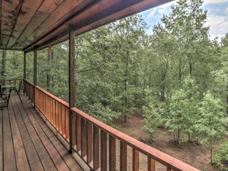 NEW! 2BR Tellico Plains Cabin w/Serene Forest Views
