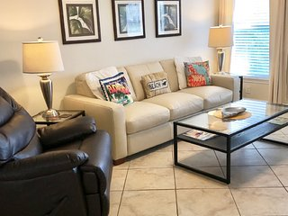 $110-2br/1bth-COMPLETELY UPDATED KING BED-Nicest Condo in Barefoot. Best Rates
