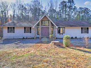 NEW! 3BR Fairburn House w/ Space, Views, and Deck!