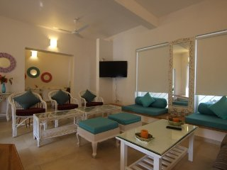 3-BR villa, a few steps from Morjim Beach