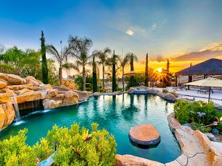 Amazing Location w/ Private Pool, Spa & Pool Table