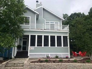 Stunning 5 bedroom W/ 4 Master Suits, Private Baths, Screened porch/fireplace