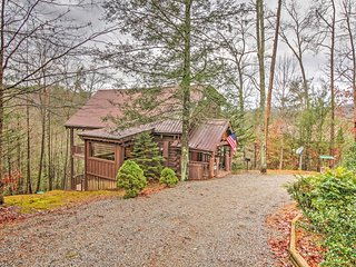 Charming 3BR Sevierville Cabin w/ Hot Tub!