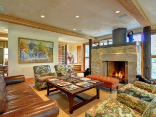 THE HIDEAWAY at Ruby Ranch: Luxury Home, Game Room, Home Theater, HT, Sleeps 10