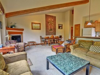 RETREAT ON THE BLUE: Upscale Condo on the Blue River, Garage, W/D, King Bed