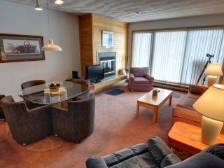 EAST BAY 6: 2nd-Floor Condo on Lake Dillon, Spectacular Views, Covered Parking