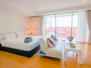 Studio Apartment with SofaBed_5G Sea View Partial - Rocco HuaHin Condominium