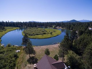4th night FREE over Thanksgiving, Beautiful river front home S of Sunriver!!