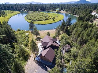 Beautiful river front home South of Sunriver!!
