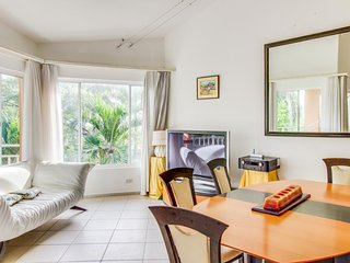 Gorgeous modern apartment w/ shared pool & spacious deck - steps to the beach!