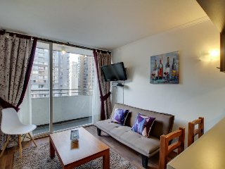 Centrally located urban apartment w/ a shared pool. Near bars, eateries, & more!