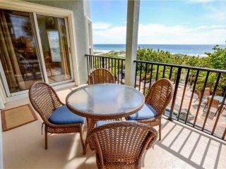 Gulf Front, Pet Friendly Gulfside Manor 3 Bedroom Condo w/ Complex Pool & Free W