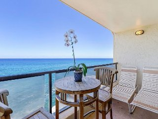 A/C,DIRECT OCEANFRONT - TEN FEET FROM EDGE OF SEA! GORGEOUS CONDO! SLEEP 4