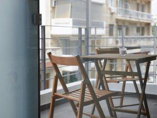 Minimal Apartment Beside Acropolis