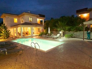 Kinousa Luxury Villa 1