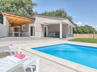 Trinetta - 2 houses with Private Pool, BBQ, High level of Privacy in quiet area