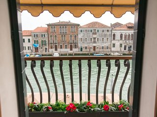 MURANO Suites - AMETISTA with balcony & panoramic view over the canal.