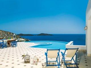 Imperial Spa Pool Villa