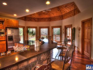 4 Bedrooms, 4.5 Baths (Sleeps 20) Fantastic Views.