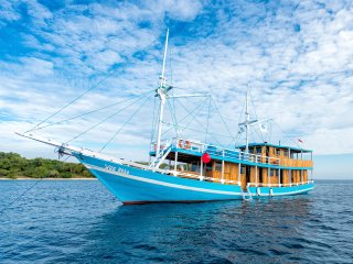 Wae Rebo Pinisi is wooden traditional boat cruise in Labuan Bajo & Komodo Park