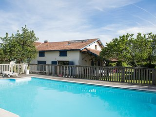 Cottage with heated pool near Hossegor
