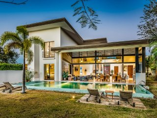 Llama del Bosque Four Bedroom Villa with Private Pool