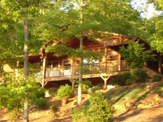 Spectacular Views River Access 5-Star Amenities 2BR 2BA Sleeps 5