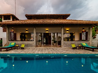 Green parrot privet beach-villa with free internet accsese and friendly staffe..