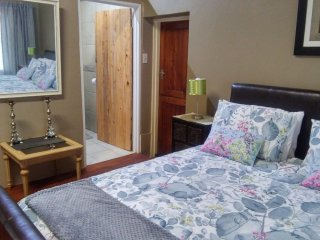 KERRY SUITE is a room with a queen size bed- and a sleeper couch for 2 children.