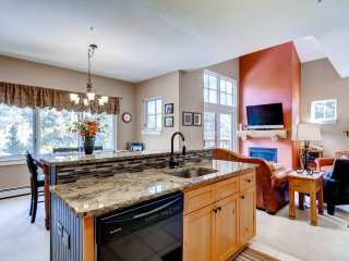 Stay Here & Kids Ski Free! 3Br Townhome at the Seasons. ~ RA134238