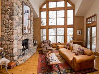 3Br/4Ba Villa in Saddleridge at Beaver Creek ~ RA140640
