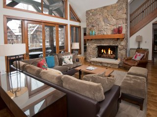 Extravagance at its Peak: Ski-in/Ski-out 3Br/3.5Ba Condo ~ RA140642