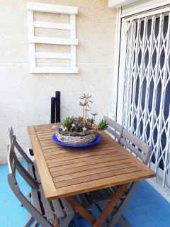 Terraza (detalle mesa exterior para comer)