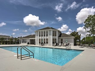 Updated Gulf Shores Condo w/Pool - 10 Min to Beach