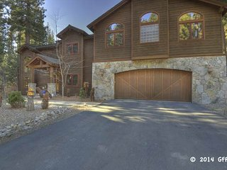 Expansive Roomy Lake Home ~ RA3402